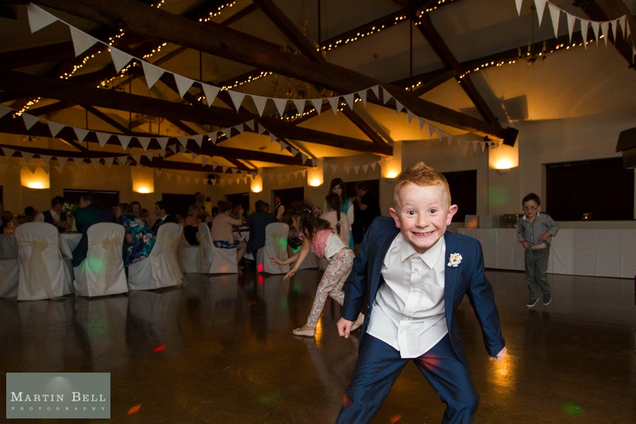 Fun wedding photograph ideas - how to keep the kids entertained