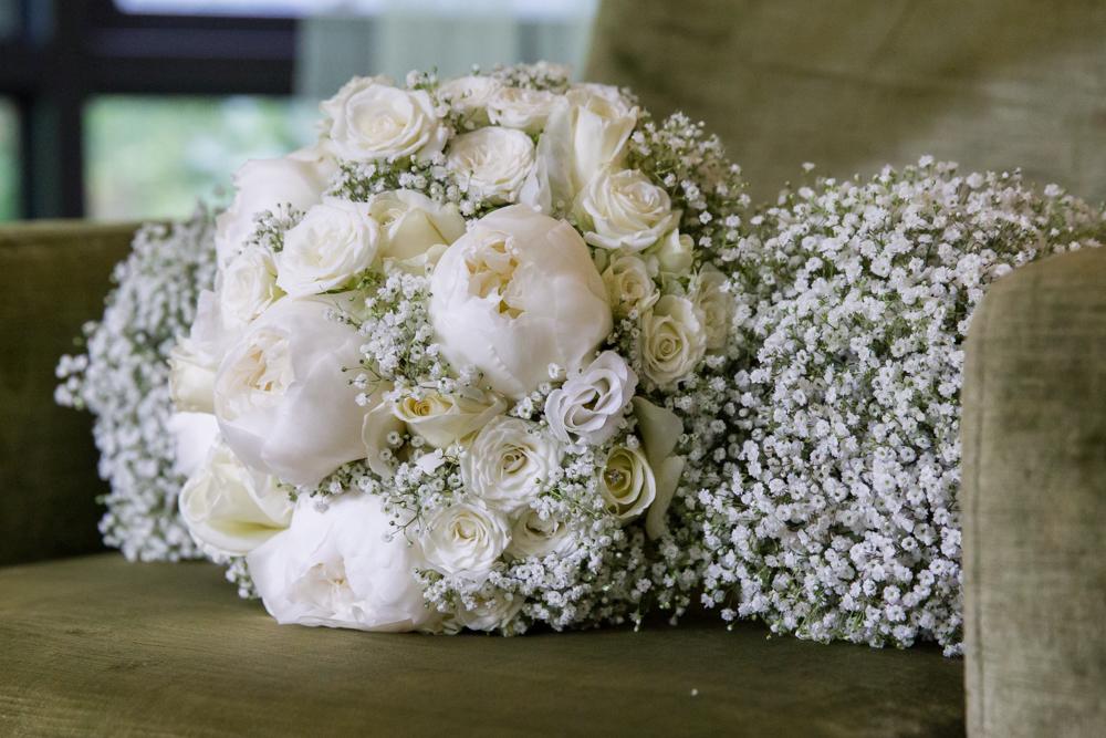 Amazing wedding flowers - New Forest wedding photography